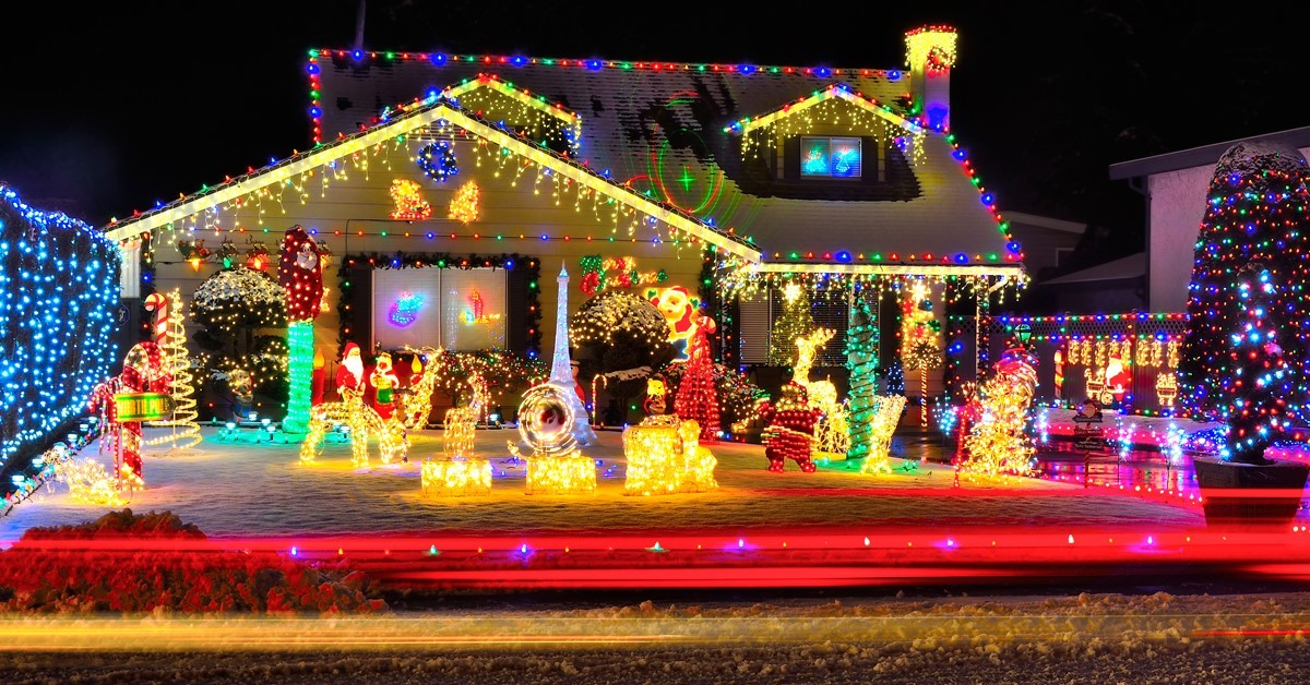 See the lights   7 Holiday Activities to Enjoy with Grandma or Gramps